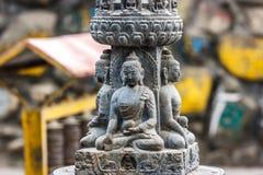 Малая статуя на виске Swayambunath, Катманду Будды, Непал стоковая фотография