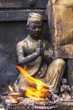 Малая статуя на виске Swayambunath, Катманду, Непал стоковое изображение rf