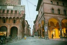 Малая улица в болонья, Италии, около аркады Ravegnana, 13-ое марта Стоковая Фотография RF