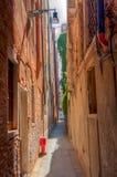 Малая улица в Венеции Стоковые Изображения RF