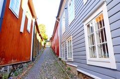 Малая улица в старом городке, Porvoo стоковое изображение rf