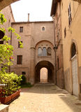 Малая улица в Sassoferrato - Италии Стоковые Изображения RF