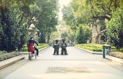 Малая улица города, городская улица внутри к центру города, взгляд улицы Китая Стоковые Изображения RF
