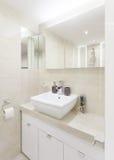 Малая яркая ванная комната Стоковое Фото