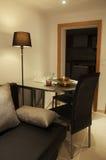 Малая dinning таблица в живущей комнате Стоковая Фотография RF