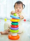 Маленькая азиатская девушка в доме Стоковые Изображения RF