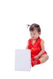 Маленькая азиатская девушка (тайская) в cheongsam традиционного китайския Стоковая Фотография RF