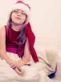 Маленькая девочка выглядеть как эльф santa Стоковые Фото