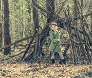 Маленькая девочка в деревянной близко хате Стоковая Фотография RF