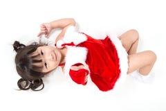 Маленькая девочка в красном костюме santa на белой предпосылке Стоковое Изображение RF