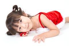 Маленькая девочка в красном костюме santa на белой предпосылке Стоковые Фотографии RF