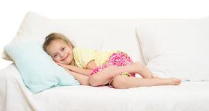 Маленькая девочка в кровати Стоковое Изображение