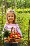 Маленькая девочка в огороде Стоковое Фото