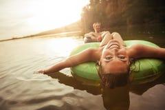 Маленькая девочка в озере на камере шины Стоковые Изображения RF