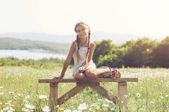 Маленькая девочка в поле цветка Стоковое Изображение
