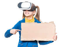 Маленькая девочка в стеклах VR Стоковое Фото