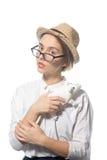 Маленькая девочка в строгих стеклах с белой крысой 1 стоковая фотография rf