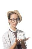 Маленькая девочка в строгих стеклах с белой крысой 3 стоковые фото