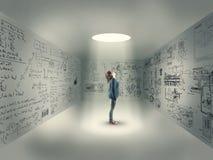 Маленькая девочка в центре комнаты Стоковые Фото