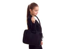 Маленькая девочка в черной куртке держа дипломата Стоковое Изображение