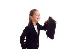 Маленькая девочка в черной куртке держа дипломата Стоковые Изображения RF