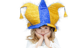 Маленькая девочка в шляпе клоуна стоковое фото rf