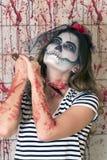 Маленькая девочка готовая для того чтобы отпраздновать хеллоуин Стоковые Фото