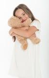 Маленькая девочка держа плюшевый медвежонка Стоковое Изображение RF