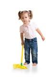 Маленькая девочка делая ее работу по дому mopping пол стоковые фото
