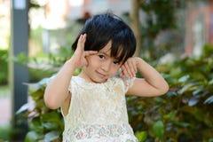 Маленькая девочка делая стороны Стоковое Изображение