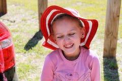 Маленькая девочка делая стороны Стоковые Фотографии RF