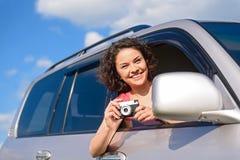 Маленькая девочка делая фото от автомобиля Стоковая Фотография