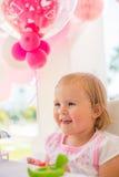 Маленькая девочка играя с ее подарком на день рождения Стоковые Фотографии RF