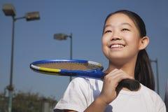 Маленькая девочка играя теннис Стоковые Изображения