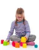 Маленькая девочка игра Стоковые Изображения RF