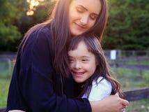 Маленькая девочка имеет потеху Стоковое Изображение RF