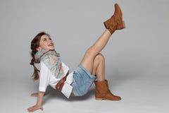 Маленькая девочка имея потеху стоковые фото