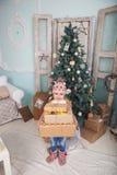 Маленькая девочка и рождественская елка Стоковые Изображения