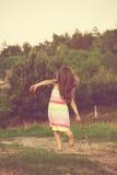 Маленькая девочка наслаждаясь природой Стоковые Фотографии RF