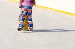 Маленькая девочка на вычисляемых коньках Стоковое Фото
