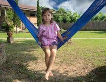 Маленькая девочка на гамаке Стоковое Изображение