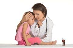 Маленькая девочка на докторе Стоковые Фото