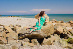 Маленькая девочка на пляже лета Стоковая Фотография