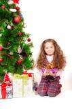 Маленькая девочка около рождественской елки с подарками Стоковое Изображение RF