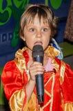 Маленькая девочка одета как принцесса стоковая фотография rf