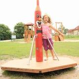 Маленькая девочка переплетая на весел-идти-круглой Стоковое Изображение