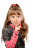 Маленькая девочка показывая безмолвие знака стоковое изображение