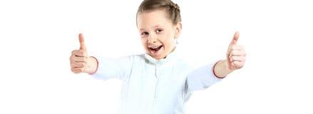 Маленькая девочка показывая 2 большого пальца руки вверх Стоковые Фотографии RF