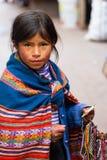 Маленькая девочка продавая ремесла стоковое фото rf