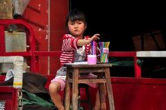 Pengzhou, Китай: Чертеж маленькой девочки Стоковое фото RF